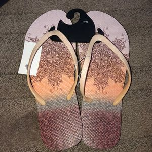 Shoes - Women's Boho Flip Flop/Sandals. NWT Size 9/10